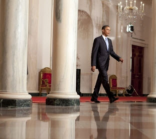 obama-walking-in-white-house